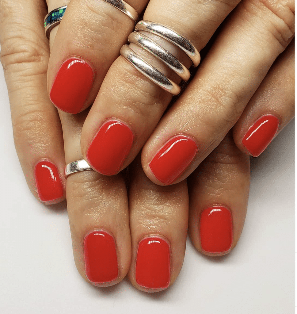 Cheap and lasting mani red nails