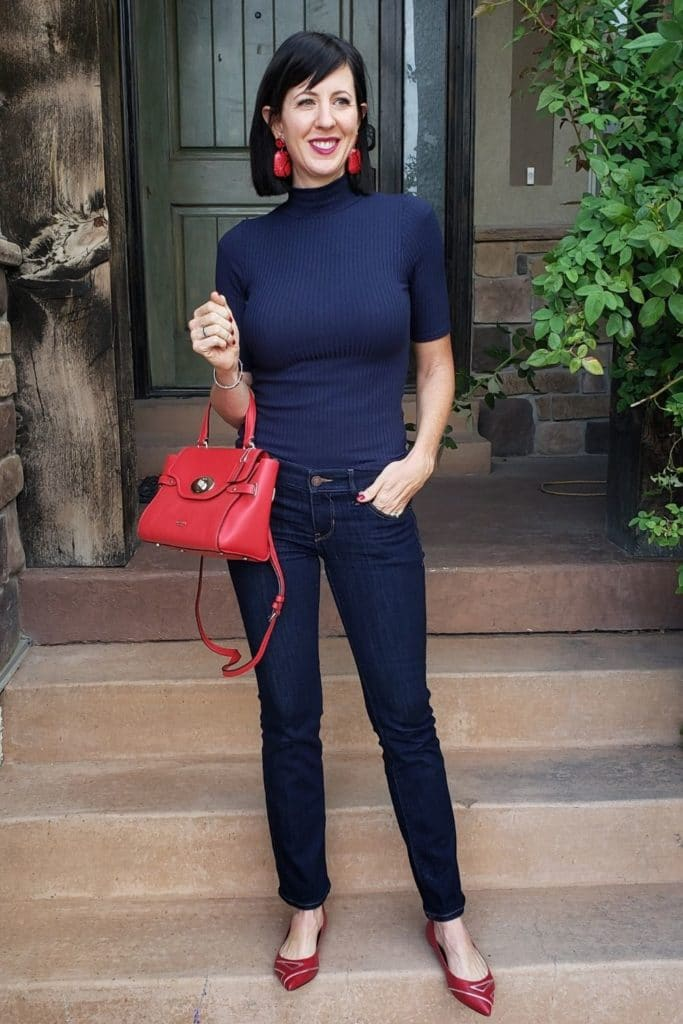 April from Stunning Style showing you how to find your style wearing a navy ribbed top and navy pants.