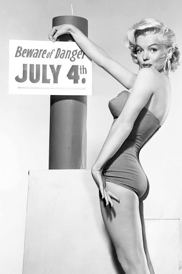 Marilyn Monroe side view