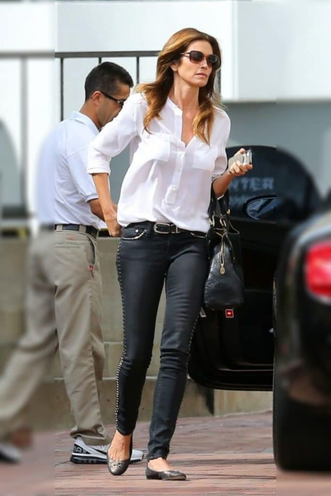 Cindy Crawford has an inverted triangle body shape.