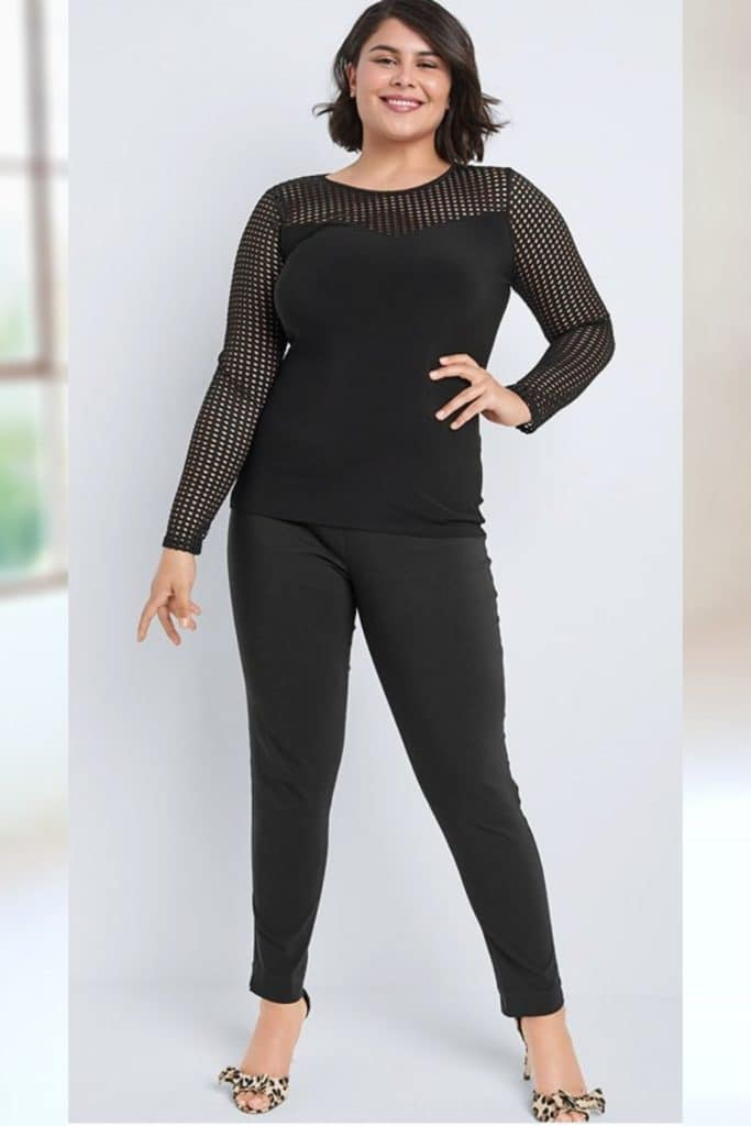 This model has an inverted triangle body shape.