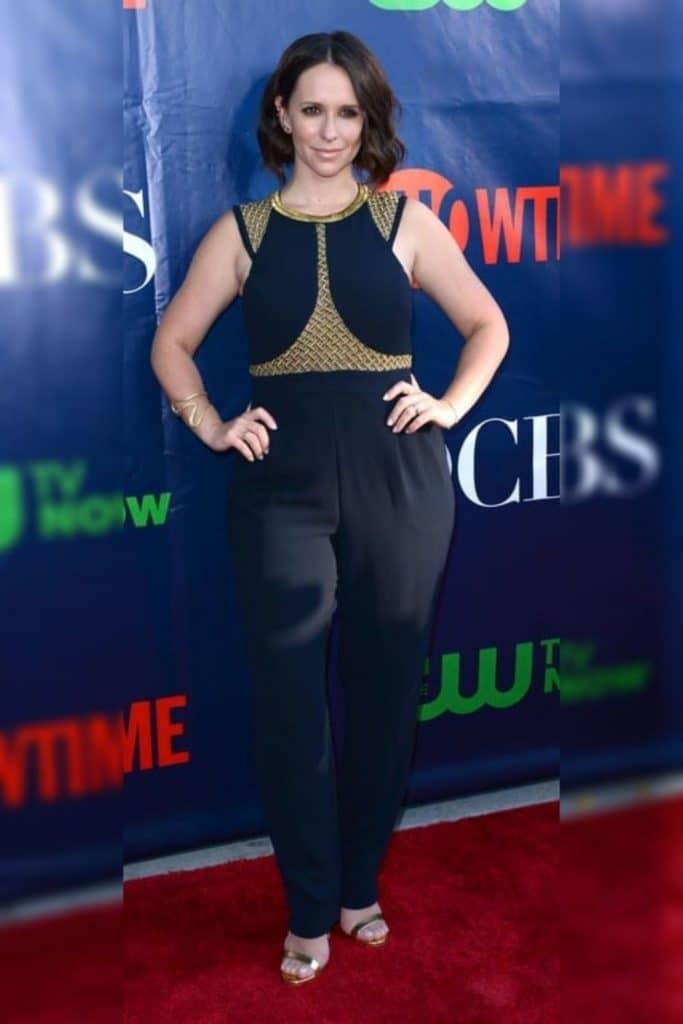 Jennifer Love Hewitt wearing navy top and pants.